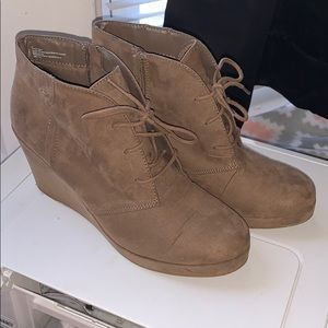 Womens booties/wedges size 10